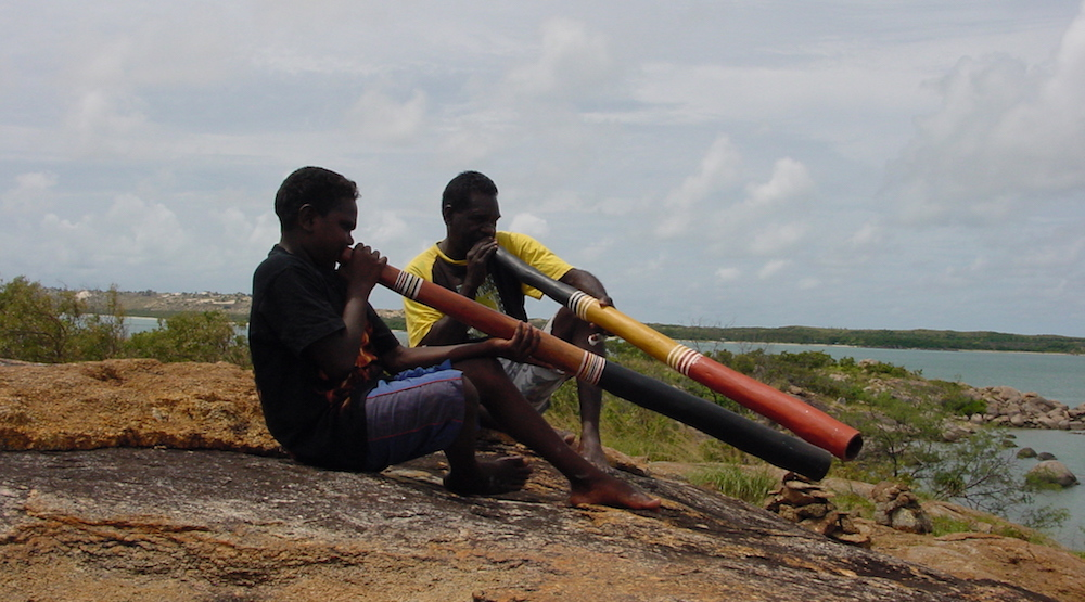 Yolngu people of Northeast Arnhem Land, Australia, call the didgeridoo yiḏaki. Their ngäṉarr-ḏäl, or hard tongue, style has been called the hardest didge playing to learn.